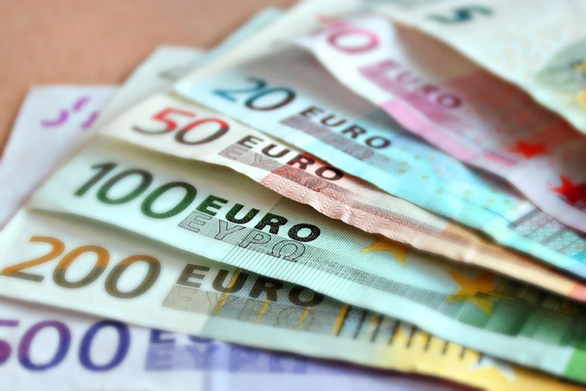 The dollar debilitated in early European exchange Wednesday